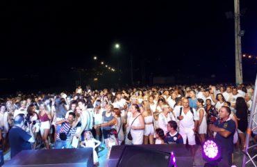 Kuka Morales y Álex Medina llenaron de buena energía la Playa El Chucho de Nerja