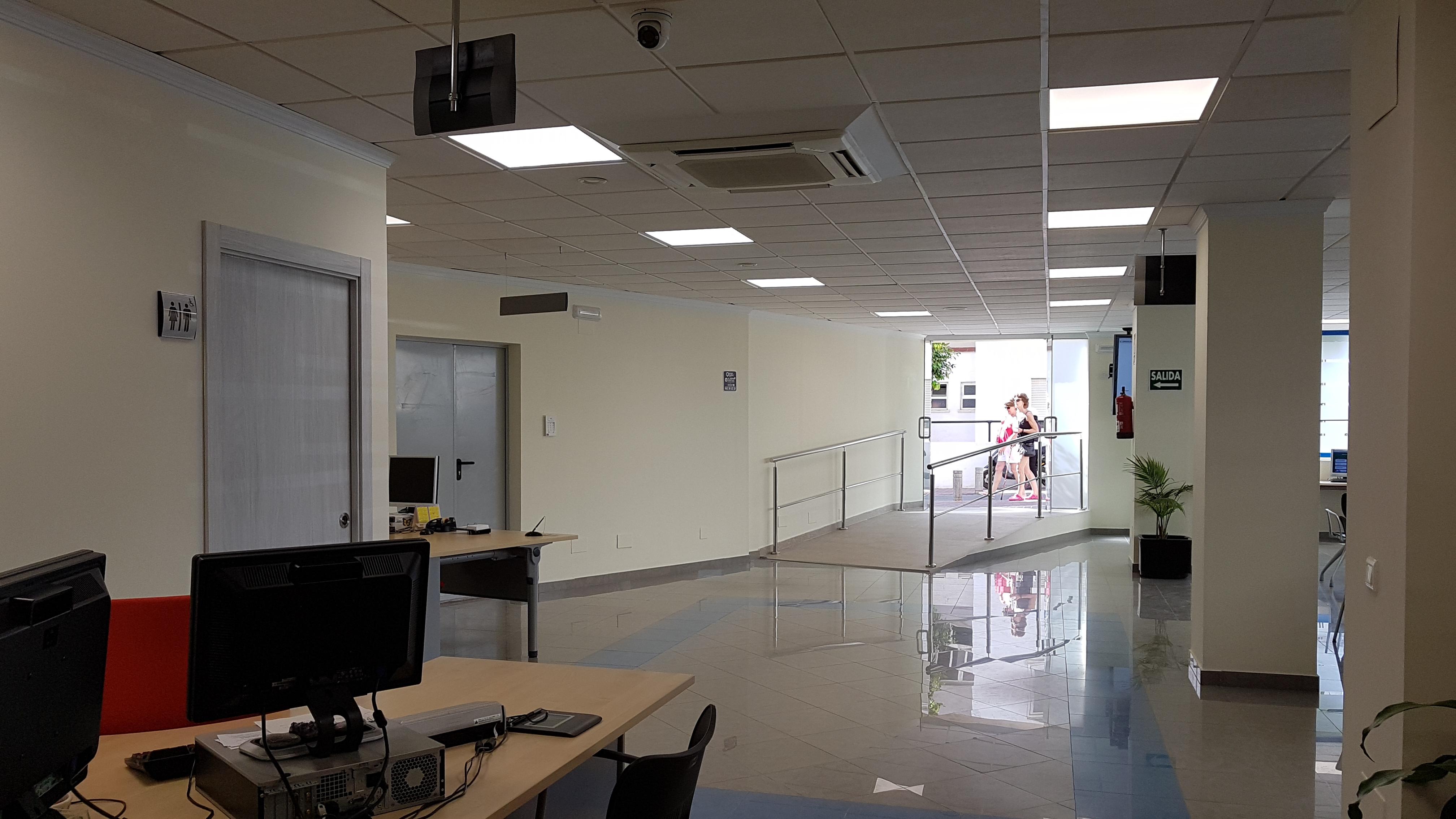Rosa arrabal y el delegado de empleo visitan oficialmente for Oficina de desempleo malaga