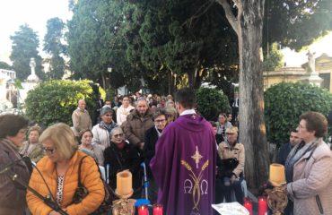Numerosa asistencia en la misa en honor a los Fieles Difuntos