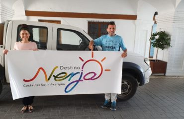 Los vehículos municipales lucirán la marca Destino Nerja
