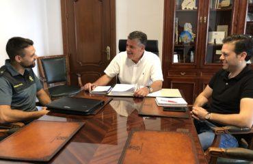 José Alberto Armijo mantiene una reunión con el teniente de la Guardia Civil