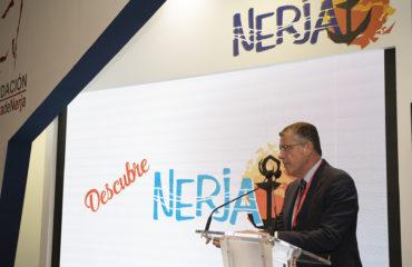El alcalde presenta 'Descubre Nerja' en la inauguración del stand en FITUR