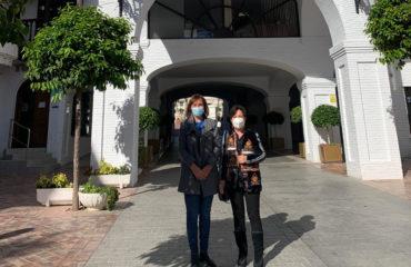Carmen Linares visita Nerja