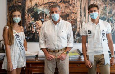 El alcalde recibe a los candidatos que representarán a Nerja en el certamen Miss Mister Provincia de Málaga 2021