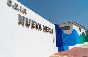 Ayuntamiento y Junta de Andalucía firman convenios para el uso de las instalaciones de los centros educativos fuera del horario escolar