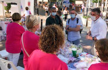 El alcalde destaca la labor de la Asociación Española Contra el Cáncer en favor de las mujeres que sufren el cáncer de mama